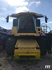 Combine harvester New Holland CR 9080 - 1