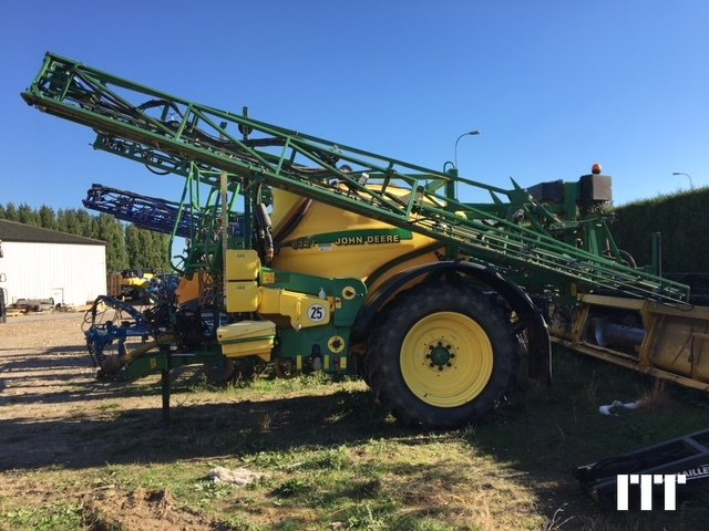 Trailed sprayer John Deere 832 - 1